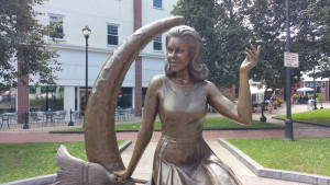 Something_Wicked_Salem_Bewitched_Statue_close